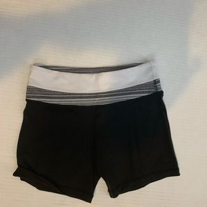 Lululemon women wunder under shorts size 4